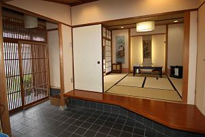生活実習コーナー、玄関から和室を見た写真