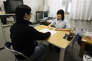 心理・言語聴覚療法室での面談光景