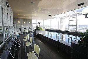 展望浴場の写真 大きな窓があり明るい浴場です